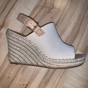 NWT Monica Toms Wedge sandals